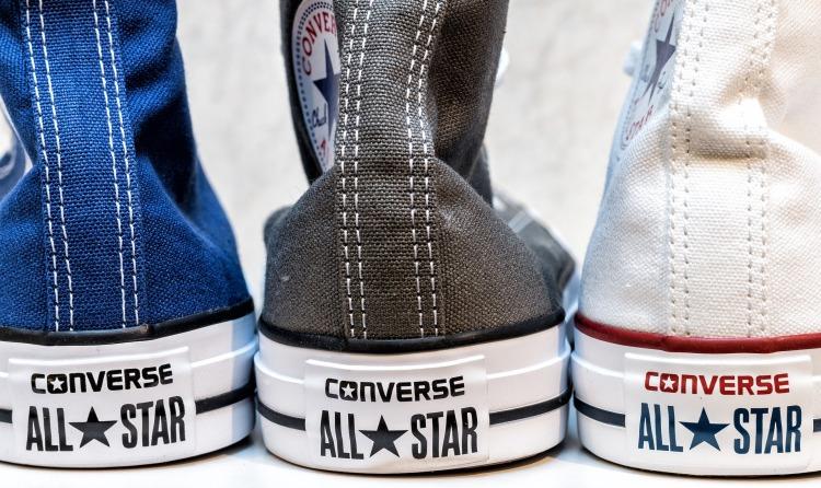 sneakers-2387874_1920